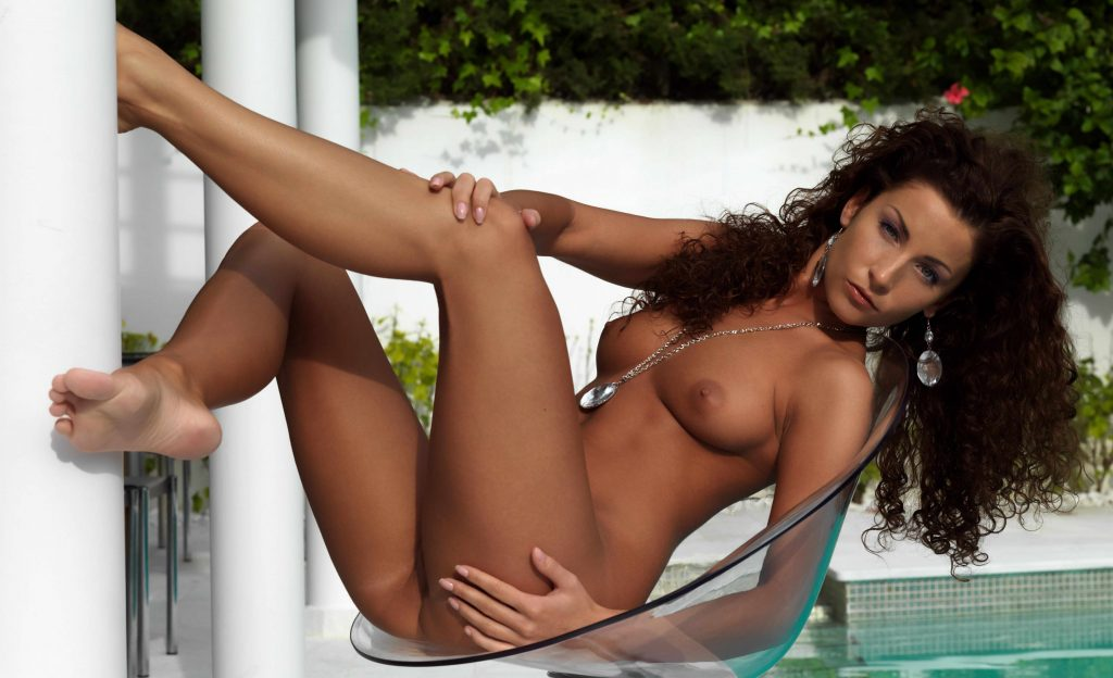 escort Berlin - Stunning Curly Lady